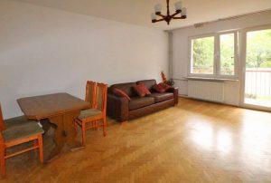 zdjęcie przedstawia salon w mieszkaniu na sprzedaż w Warszawie - Mokotów