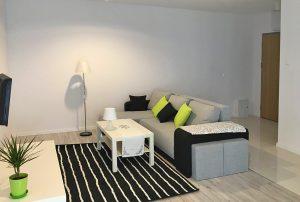 zdjęcie przedstawia salon w mieszkaniu do wynajęcia w Warszawie