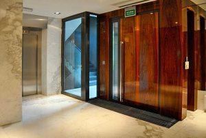 na zdjęciu wnętrze apartamentowca w Warszawie, w którym znajduje się oferowane mieszkanie na sprzedaż