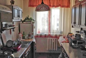 zdjęcie prezentuje kuchnię w mieszkaniu w Warszawie do sprzedaży