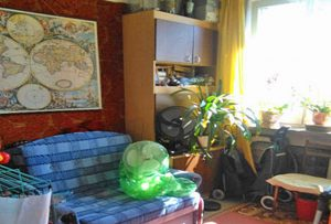 zdjęcie prezentuje salon w mieszkaniu do sprzedaży w Warszawie