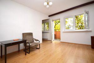 zdjęcie prezentuje wnętrze salonu w mieszkaniu na wynajem w Warszawie
