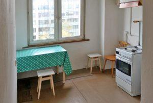 zdjęcie przedstawia kuchnię w mieszkaniu na sprzedaż w Warszawie na Ochocie