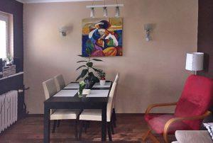 na zdjęciu salon w mieszkaniu na sprzedaż w Warszawie na Ochocie
