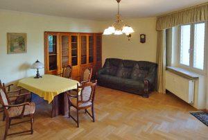 salon w mieszkaniu na sprzedaż w Warszawie