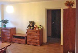 zdjęcie prezentuje jeden z pokoi w mieszkaniu na sprzedaż w Warszawie