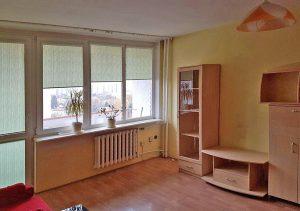na zdjęciu salon w mieszkaniu na sprzedaż w Warszawie na Bemowie
