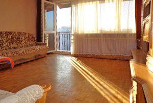 na zdjęciu salon w mieszkaniu do sprzedaży w Warszawie na Bemowie