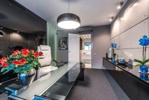 nowoczesny salon w mieszkaniu na sprzedaż Warszawa Wola