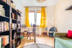 kameralny salon w luksusowym apartamencie na sprzedaż Warszawa