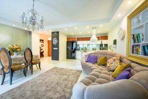wytworny salon w ekskluzywnym apartamencie do wynajmu Warszawa